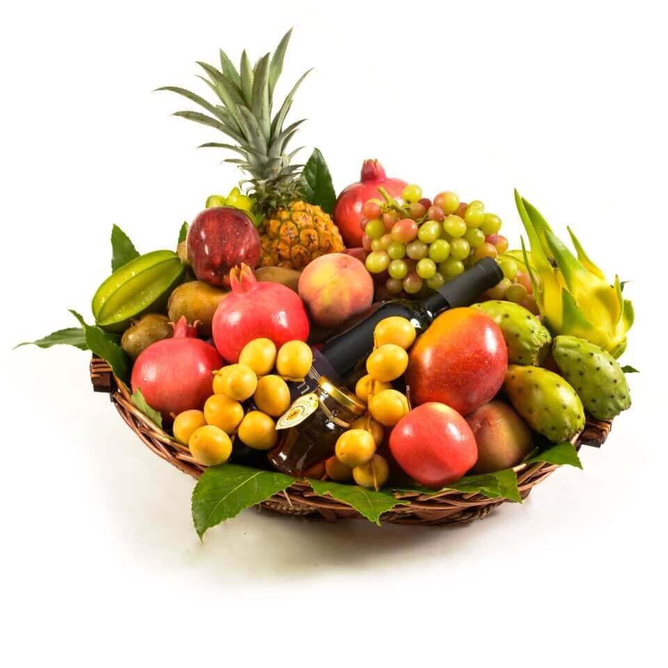 סלסלת פירות במבחר טעים וצבעוני