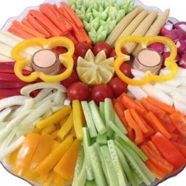 מגשים לאירוח ירקות עגול